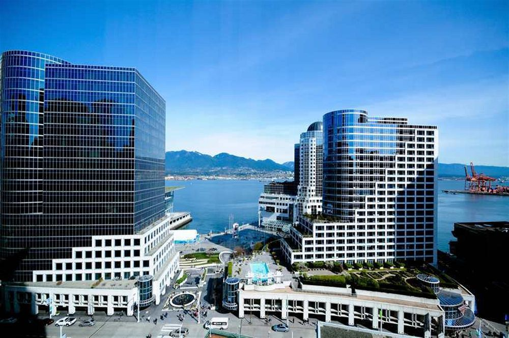 Located In Vancouver Downtown Auberge Hotel Is A Perfect Starting Point From Which To Explore Bc The Offers High Standard Of