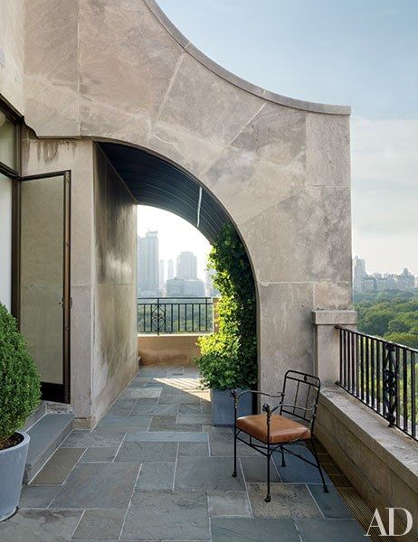 Views of the New York City skyline can be glimpsed from the bluestone-clad terrace of this Shelton, Mindel & Associates–designed residence.
