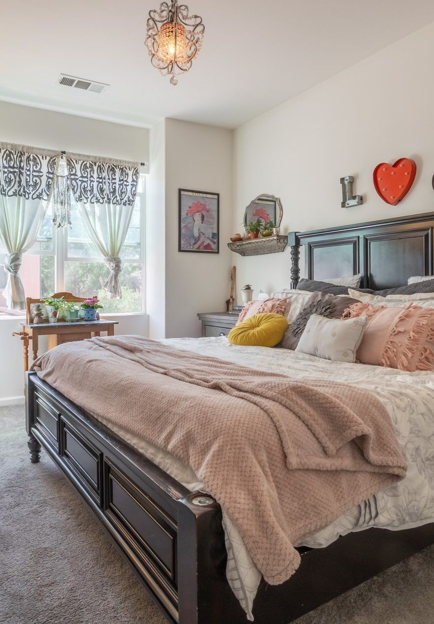 How To Decorate A Master Bedroom Be Inspired By These Awesome Bedroom Decor Ideas And Choose The Decor In 2020 Master Bedrooms Decor Unique Home Decor Apartment Decor