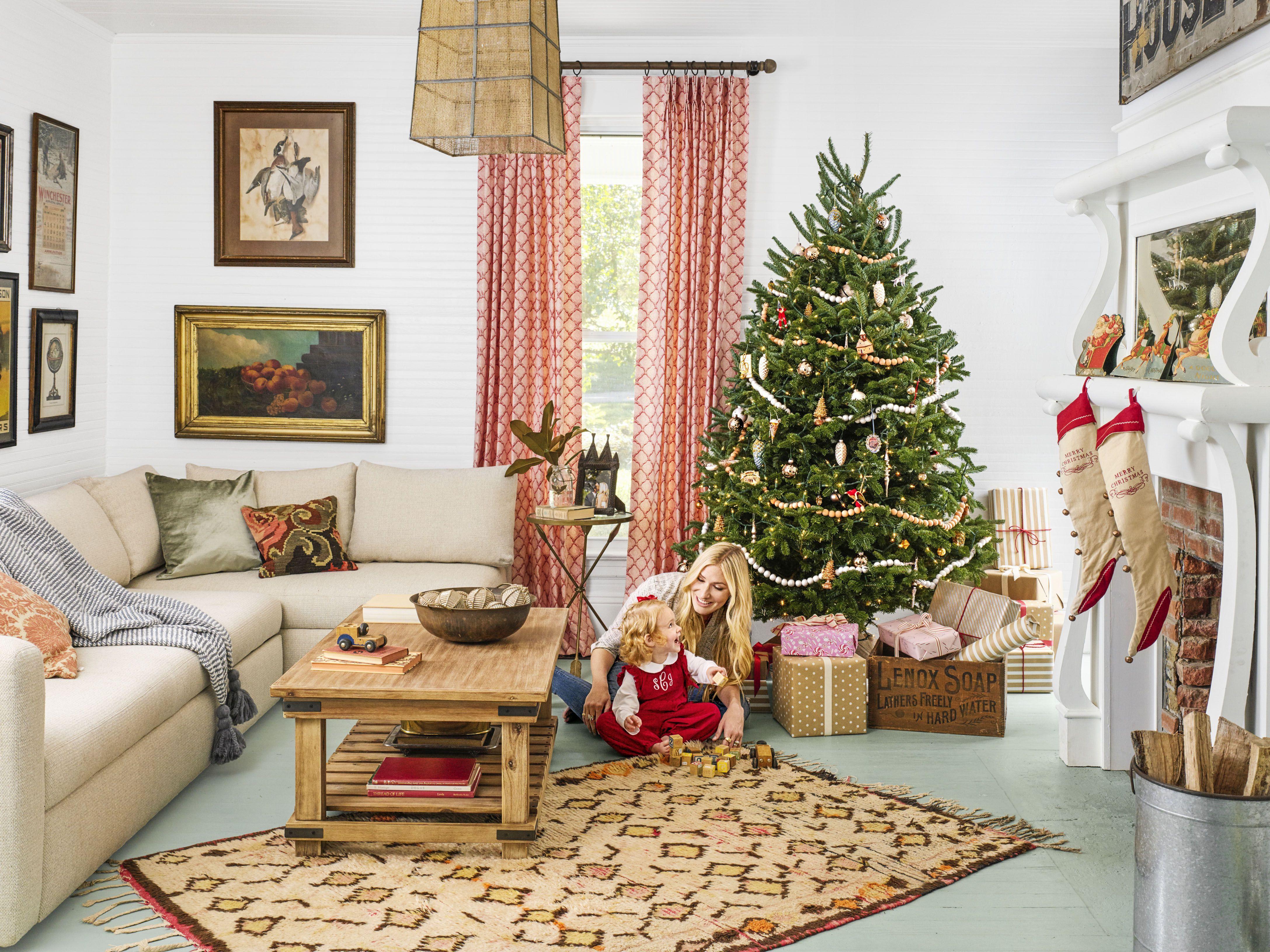 Design For Christmas Winter Holidays Family Tree House Cookies Rumah Gambar Small living room christmas