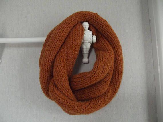 Snood tricoté mains grosse laine couleur rouille