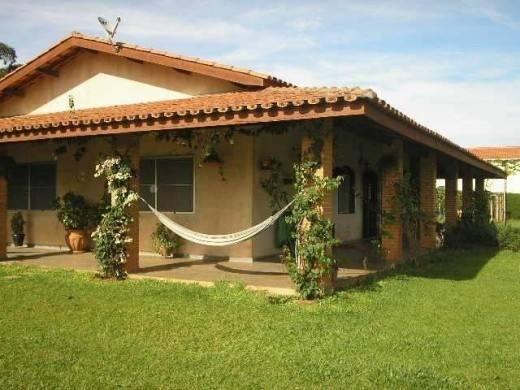 Fachadas de casas simples com varanda 30 fotos for Modelos cielorrasos para casas