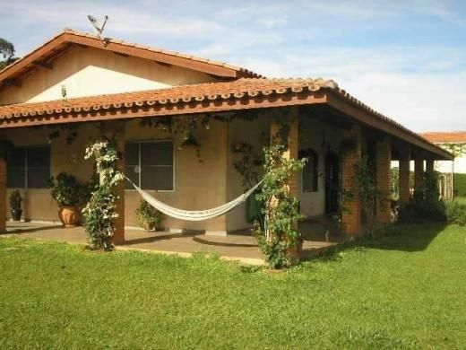 Fachadas de casas simples com varanda 30 fotos modelos for Modelos parrillas para casas