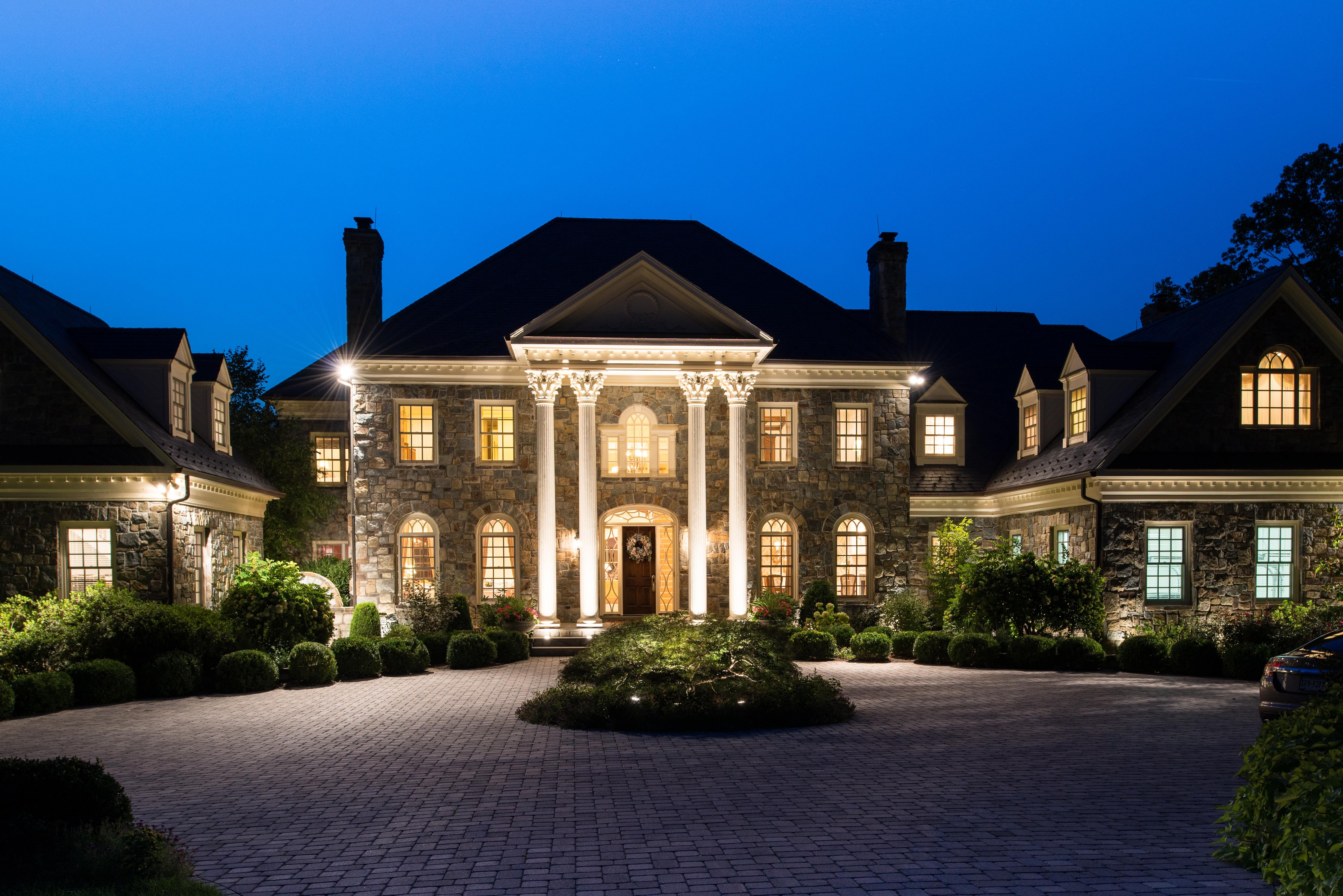 House of the day riverview manor located in mclean for Luxury mansion builders