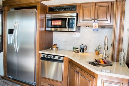 2016 Heartland Bighorn 3750fl - Center Kitchen
