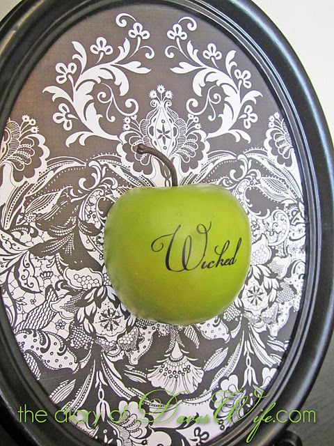 """This apple from @Kristy {Daveswife}is freakin' brilliant!!  I'm in love with it. In fact, I might bust out into """"Defying Gravity"""" at any moment. (I AM Elphaba, after all!)"""