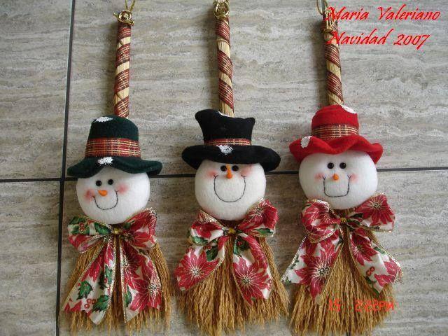 Escoba navide as para decorar puertas o paredes navidad for Ideas para decorar puertas navidenas