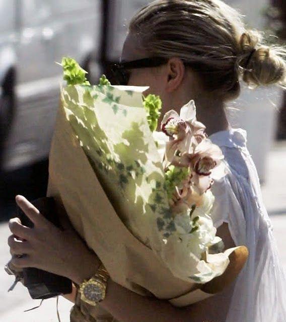 toujours venir avec des fleurs