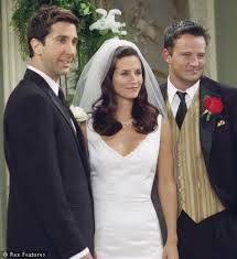 Hun mistet også leiligheten da hun mente på at Chandler jobbet som en.