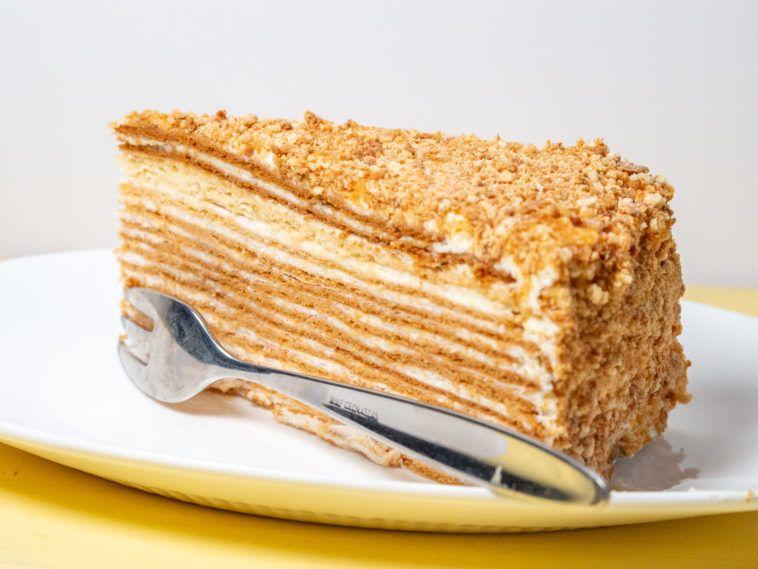 Sahne-Karamellkeks-Kuchen ohne Backen, in 15 Minuten zubereitet (schmeckt wie russischer Honigkuchen) - 110recipes