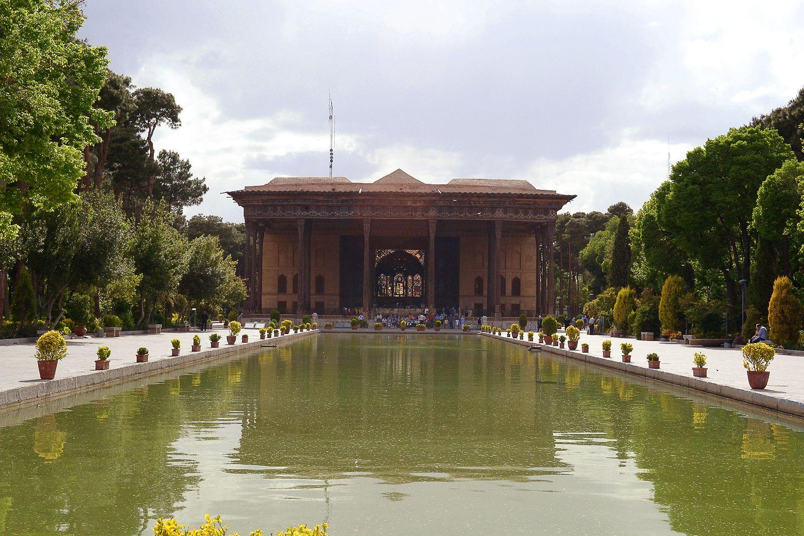 Risultati immagini per isfahan iran palazzo 40 colonne