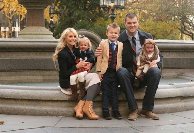 Love the outfits on this family photo.  Love her blog too