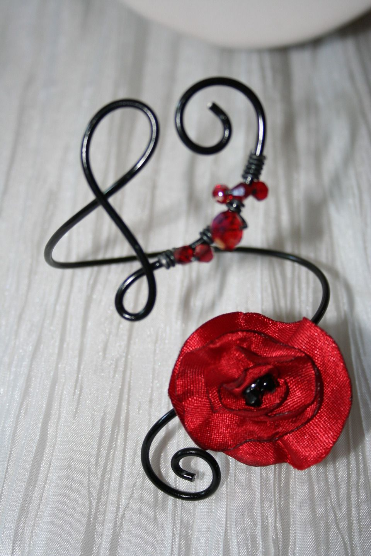 Bracelet En Fil Aluminium Noir Avec Une Tres Jolie Fleur Rouge