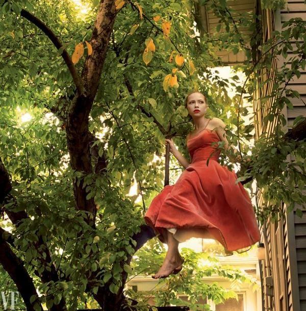 Annie Liebowitz, image of Tavi Gevinson. http://www.vanityfair.com/culture/2014/09/tavi-gevinson-this-is-our-youth-annie-leibovitz-photo