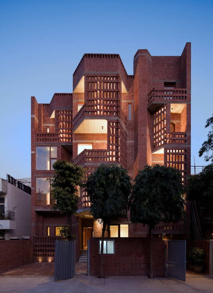 Резиденция в Defence Colony (Defence Colony Residence) в Индии от Vir.Mueller Architects.