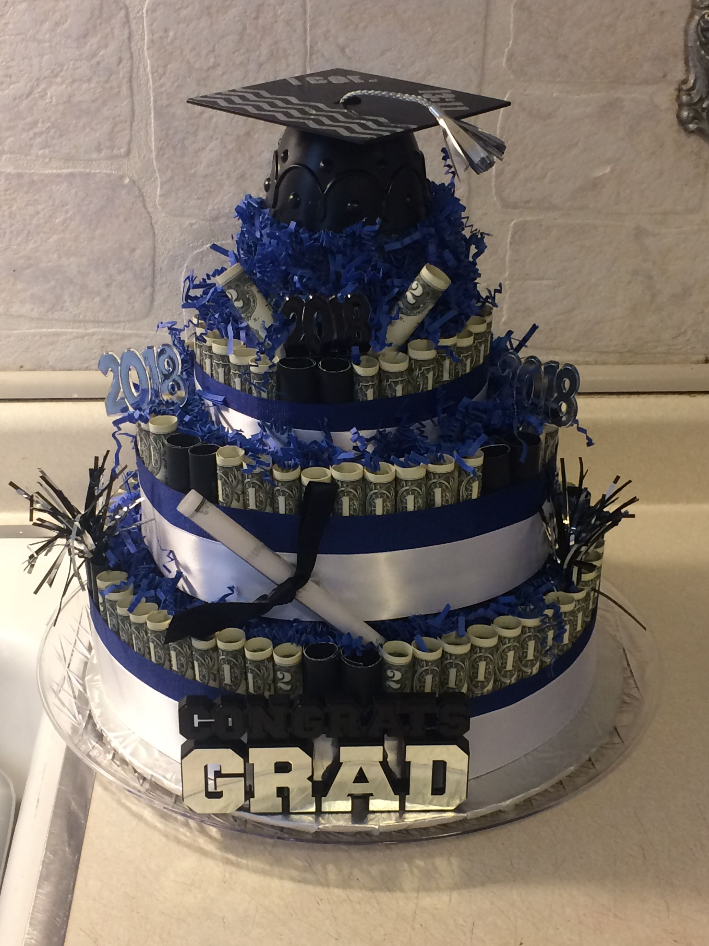 Graduation Cake 2020 Ideas Graduation money cake | Graduation 2020 | Graduation decorations