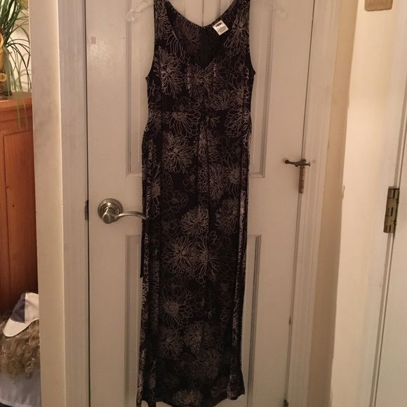 Brown and cream floral maxi dress Brown and cream floral design maxi dress. This dress is a size 4 and is 100% rayon. This dress is dry clean only. It has a strap so you can make a bow at the back or the front. Very elegant. Old Navy Dresses Maxi