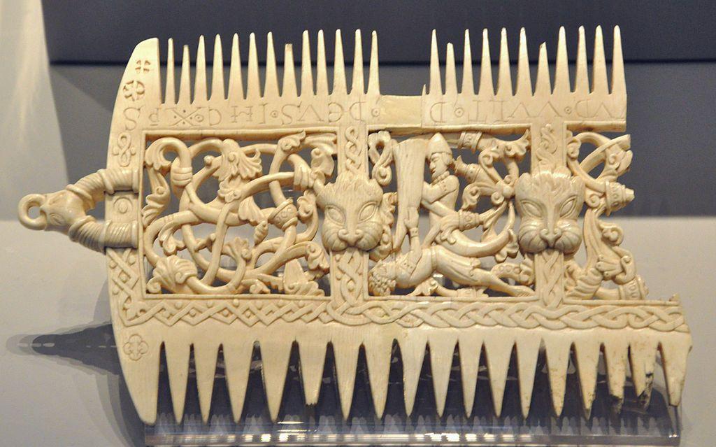 Ivory comb BM 1856 0623 29 - Elfenbeinschnitzerei – Wikipedia