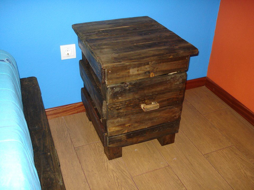 Diy pallet nightstand with one drawer pallets nightstands and drawers diy pallet nightstand with one drawer solutioingenieria Image collections