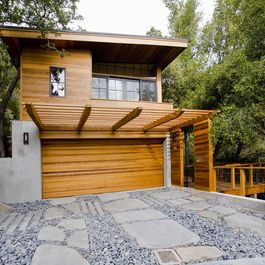 Nice Modern Look For An Apartment Over The Garage. Like The Arbor Extension.