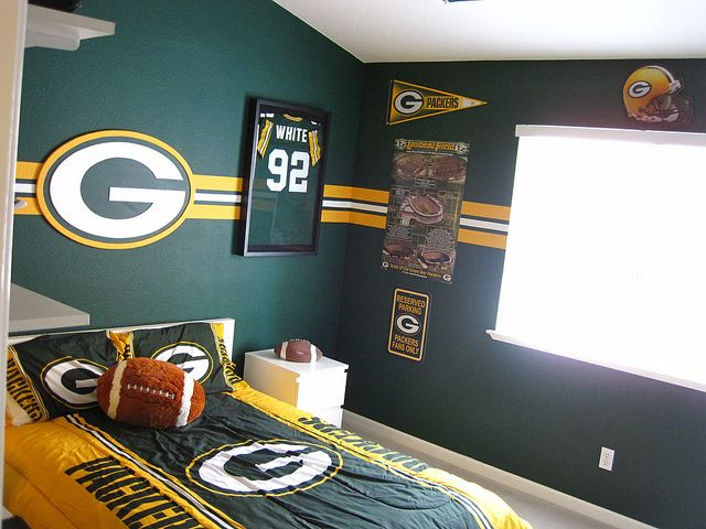 Green Bay Packer Bedroom 001 Football Rooms Football Bedroom