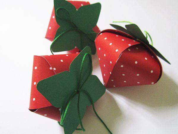 Make cute strawberry shaped boxes!   Craft Ideas I ...