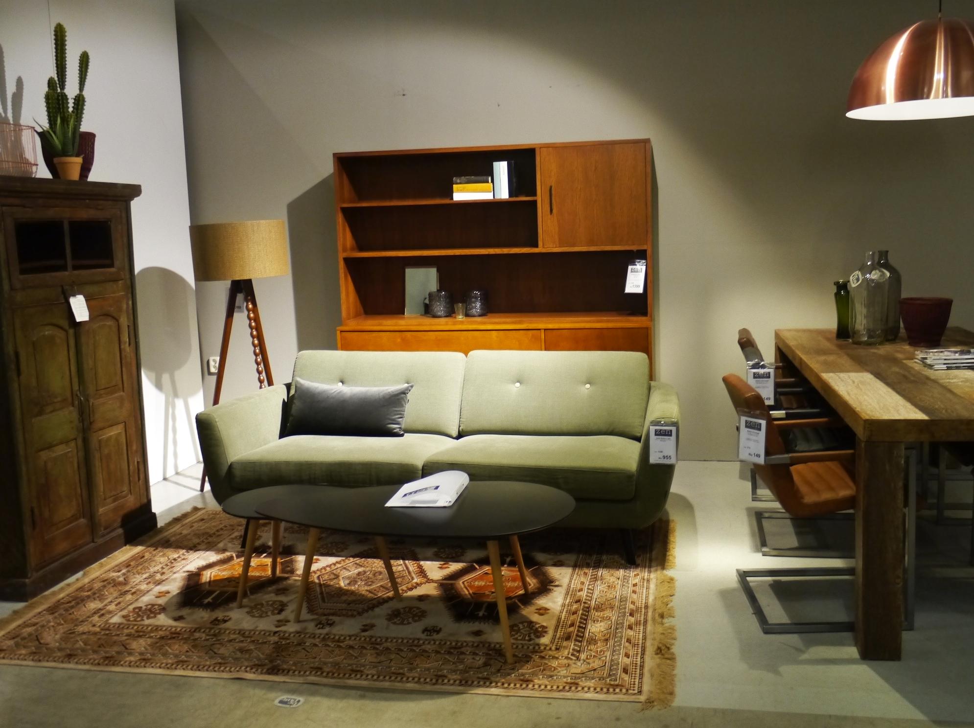 Vintage woonkamer met comfortabele groene bank zen for Vintage woonkamer