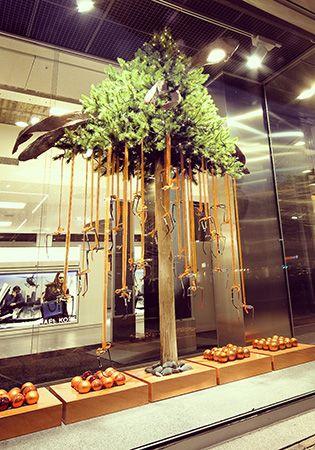 Hangende Kerstboom Met Brillen Etalages Kerstraam Etalage