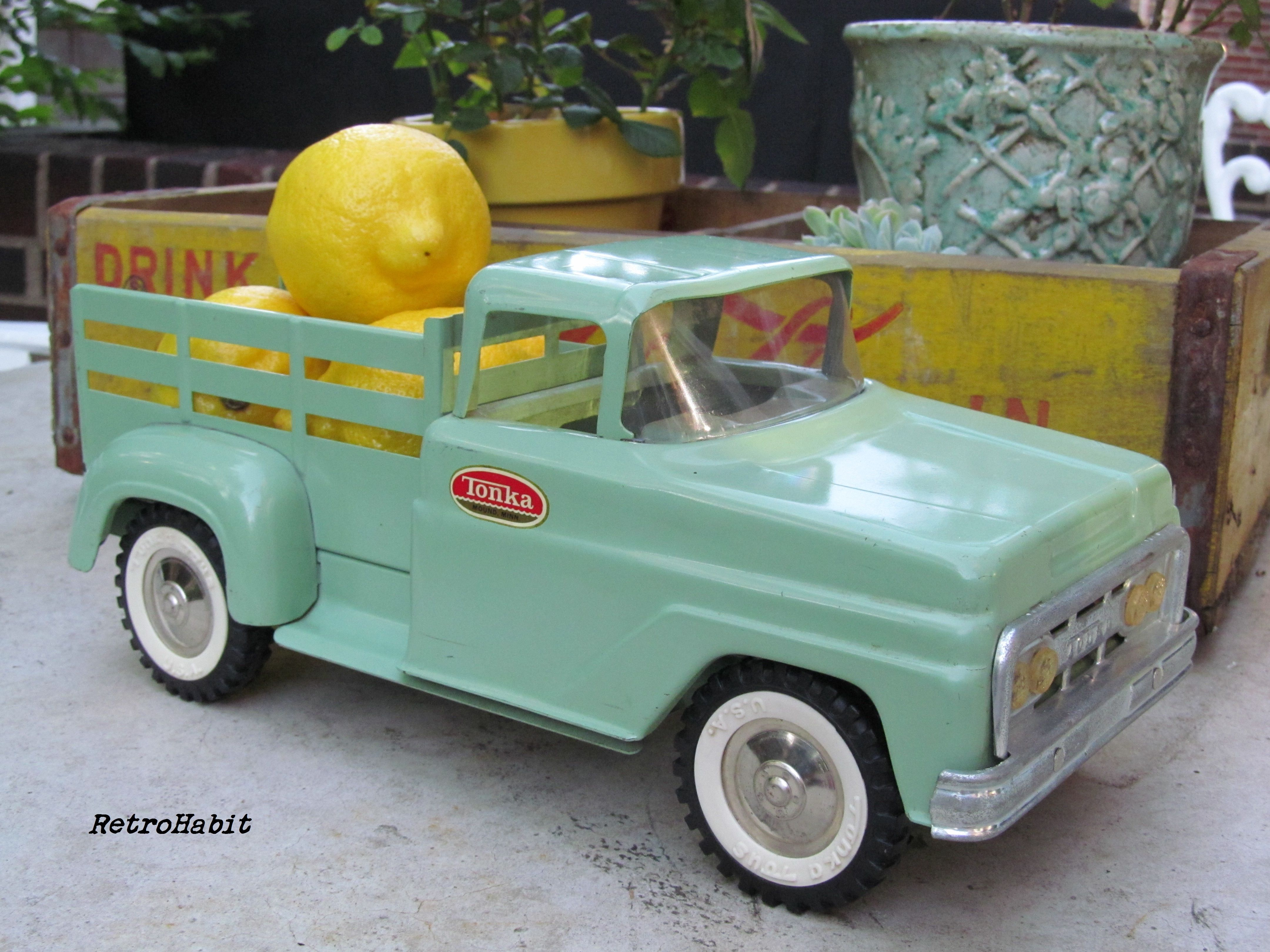Good Vintage Toy Trucks Part - 4: Love The Idea Of Lemons In This Tonka Pickup Truck. My Friend Rulla Has An