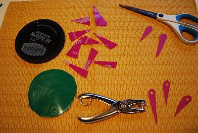 Tillverka egna nålar för vävning. Dessa nålar används för att väva på cd-skrivor.