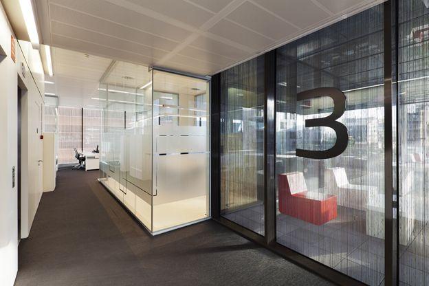 Mampara de vidrio de p900 puertas correderas de vidrio for Armarios para despachos