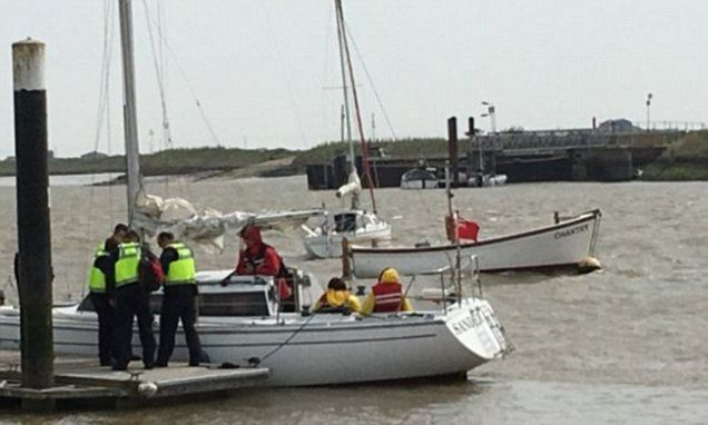 Seven suspected illegal immigrants arrested off Suffolk coast #DailyMail