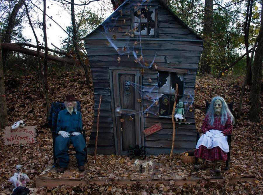 Outdoor Haunted Scene Google Search Halloween Scene Haunted Hayride