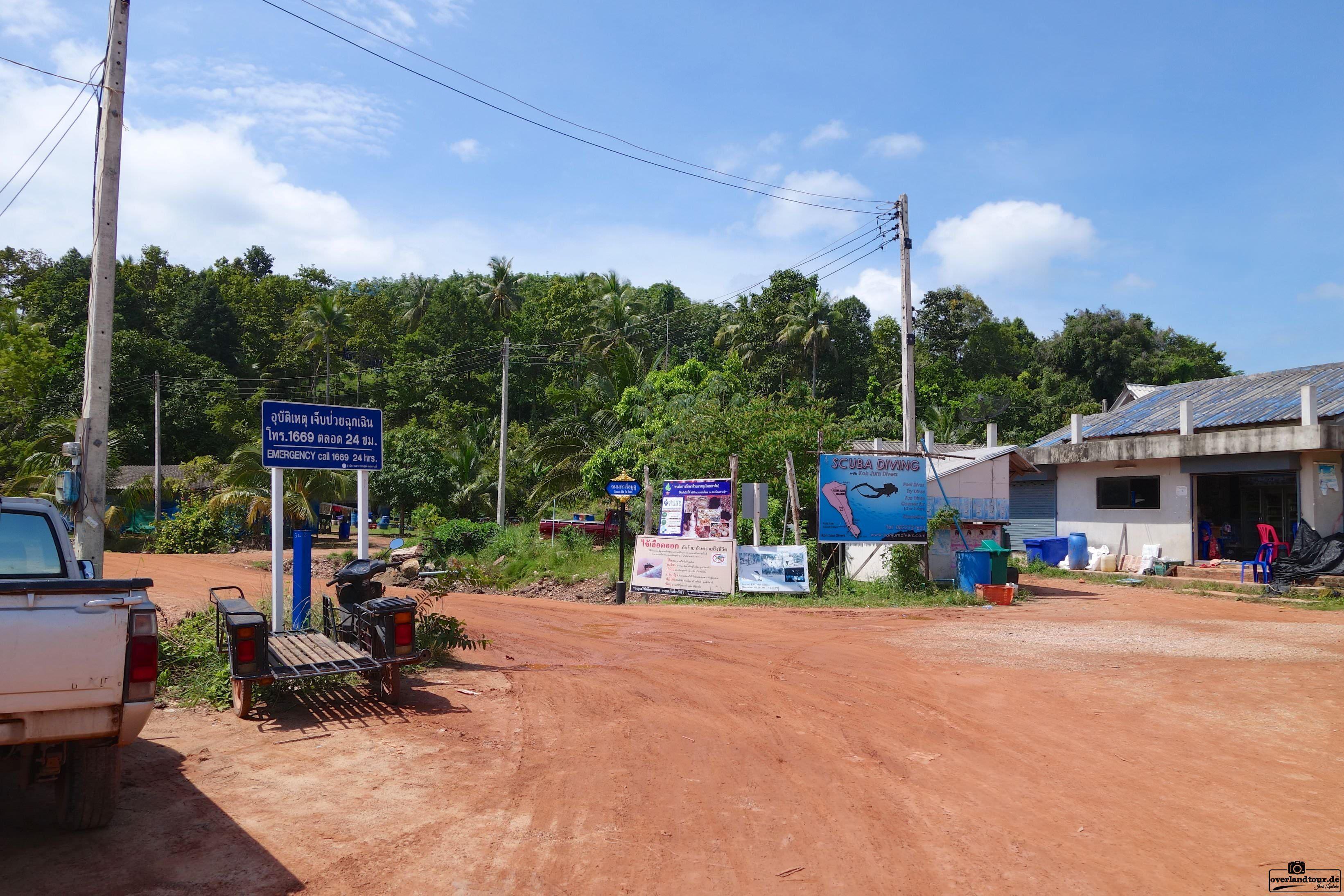 Relax on Koh Jum Nach dem Norden folgt der Süden! Noch mal kurz zum ausspannen an die Andaman Sea. Koh Jum wurde mir von einer Bekannten genannt, um mal richtig auszuspannen und den Touristen Massen in Thailand zu entkommen. Es schon einmal vorwegzunehmen – sie hatte damit recht, obwohl Koh Lanta und Koh Phi Phi nicht weit entfernt sind.  https://www.overlandtour.de/relax-koh-jum/  #AndamanSeaThailand #KohJum #PierLeanKurat #PierMuTu koh_jum_2014_004