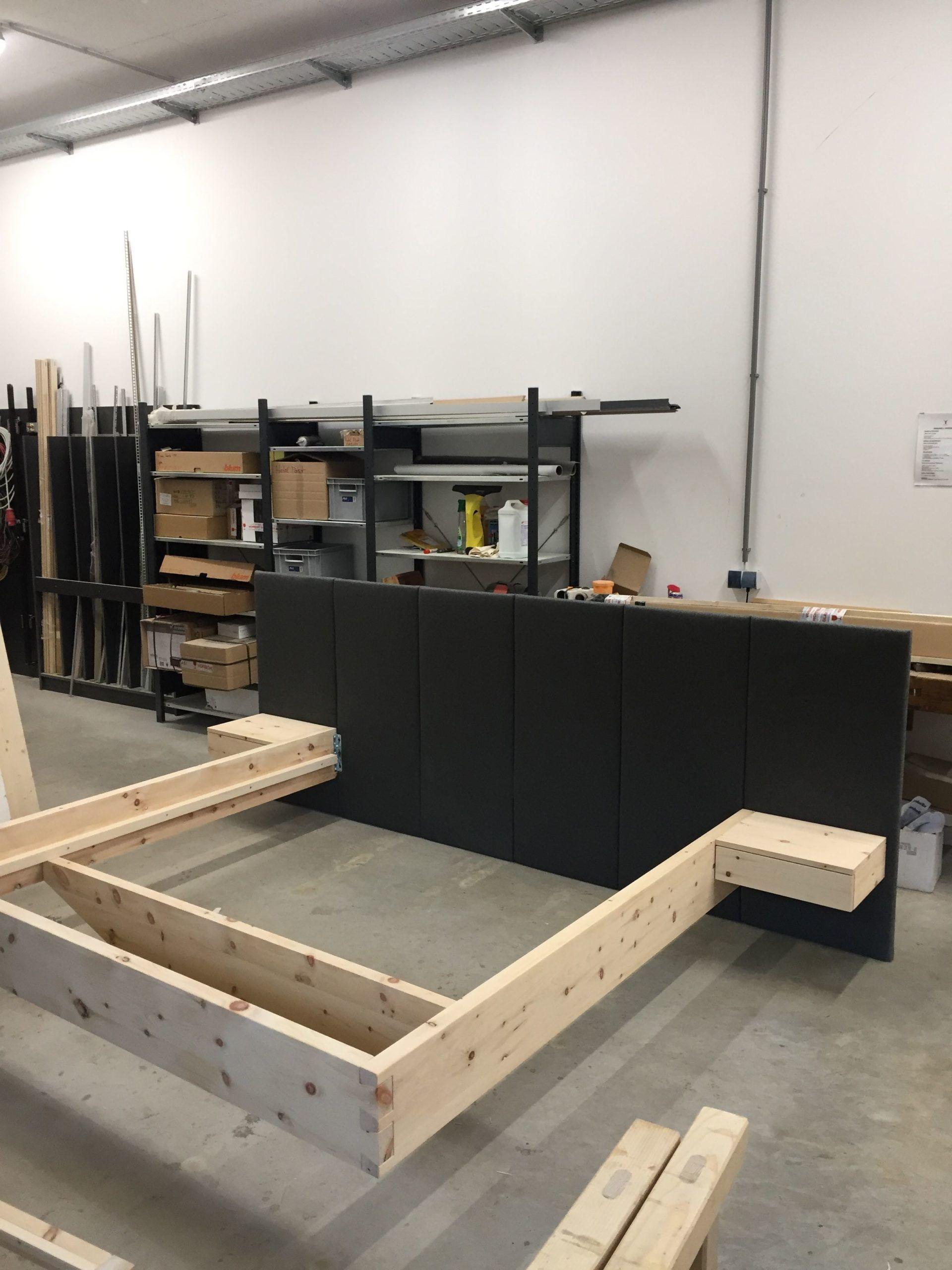 Kiefernbett Quot Laura Quot Kopflast Indirekte Led Beleuchtung Briefkasten Ohne M In 2020 Bed Furniture Design Wood Bed Design Bed Frame Design