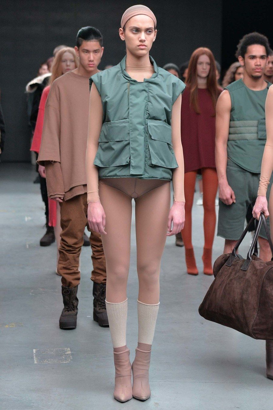 Yeezy Fall 2015 Ready To Wear Collection Runway Looks Beauty Models And Reviews In 2020 Yeezy Fashion Kanye West Adidas Fashion