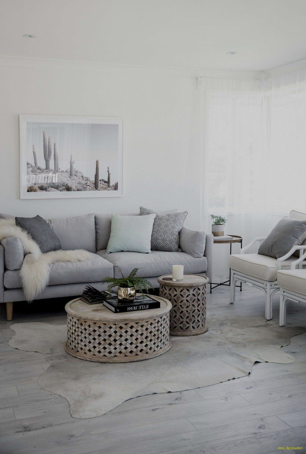 Living Room Center Table Decoration Ideas Elegant 42 Lovely Small Living Ro In 2020 White Furniture Living Room Minimalist Bedroom Decor Coastal Decorating Living Room