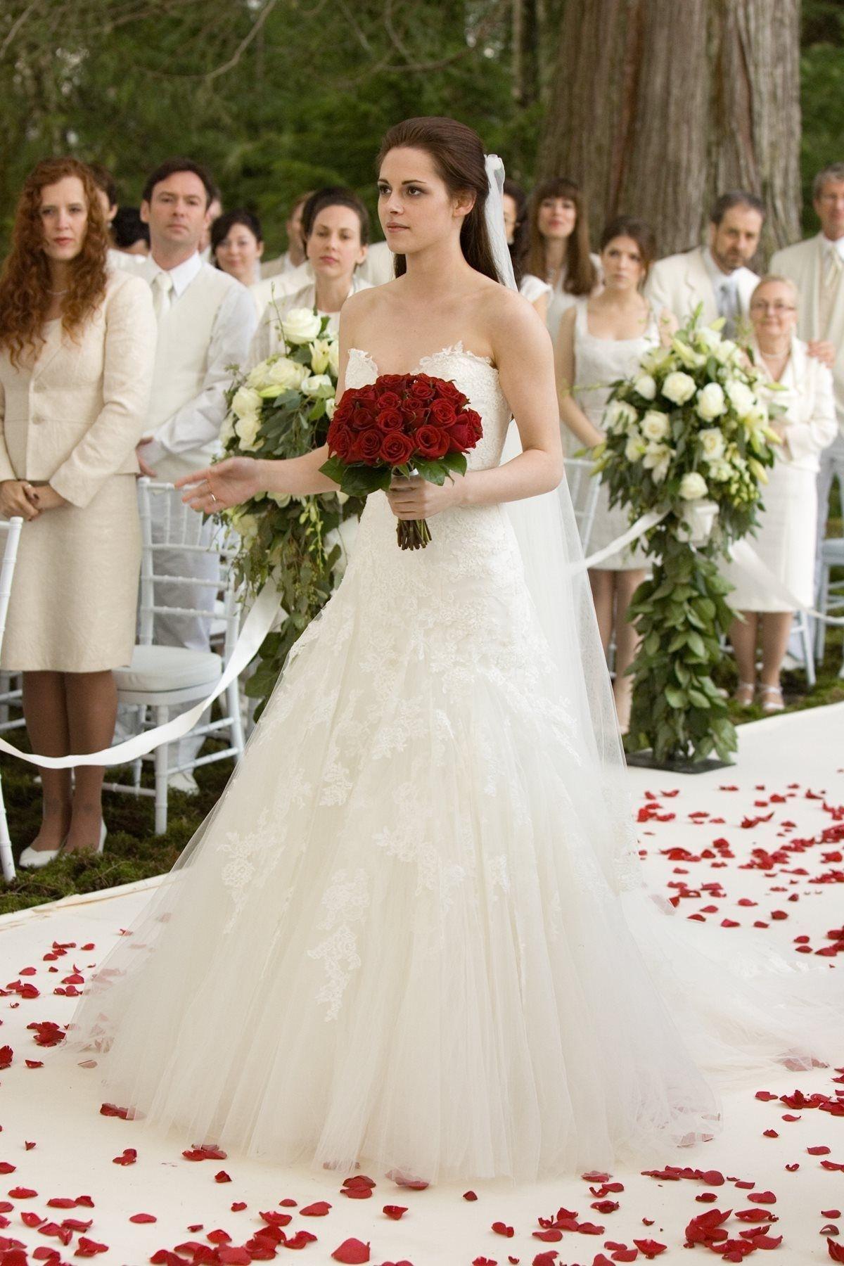Bella Swan Wedding Dress In Her Dream Twilight Wedding Dresses Twilight Wedding Dress Twilight