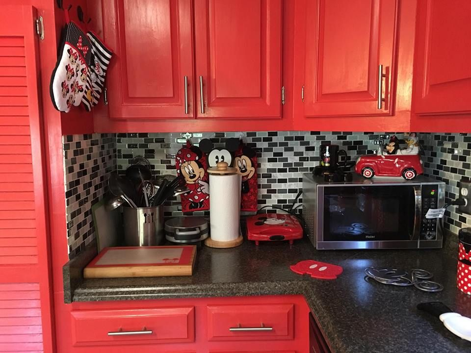 Mickey mouse kitchen decor | Disney mickey and minnie and friends ...