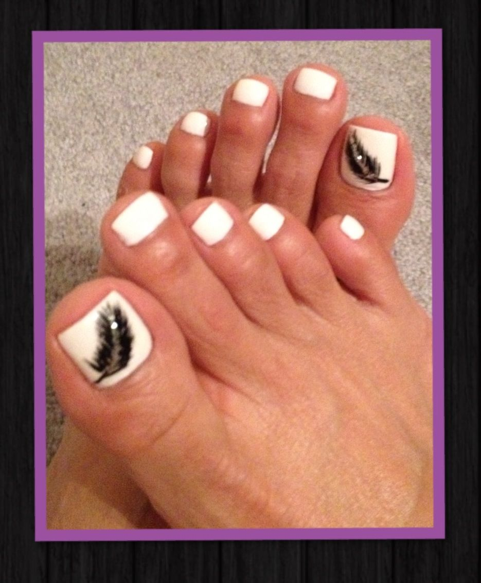 My white toes & feather design | Gorgeous Nails By Vicky ...