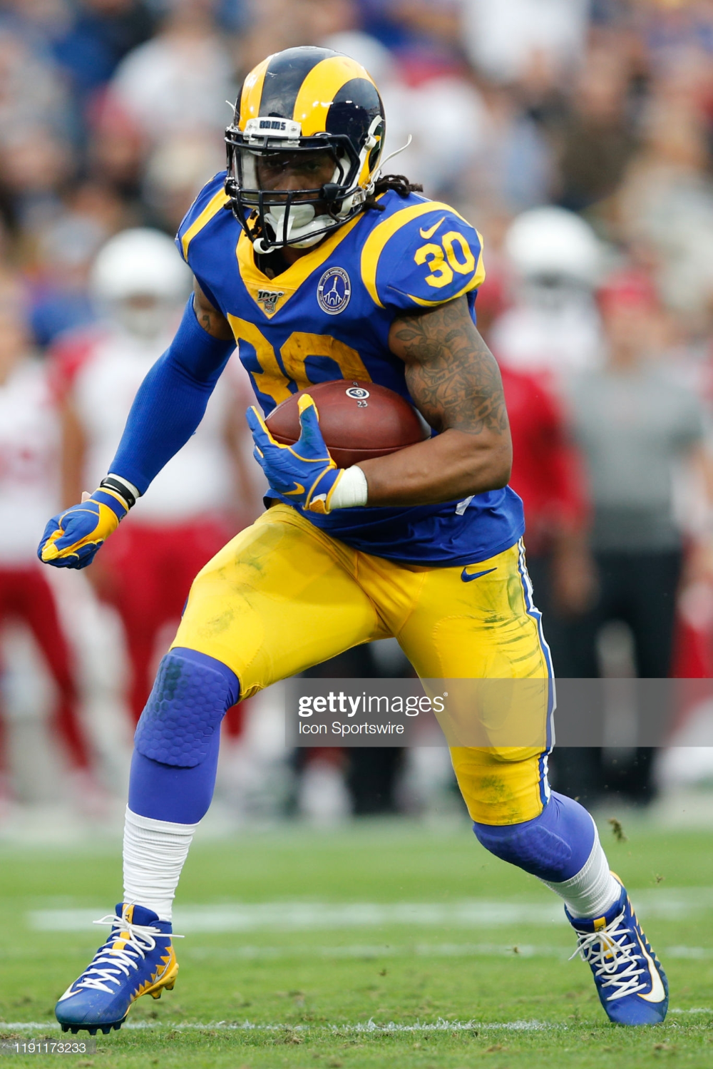 Los Angeles Rams Running Back Todd Gurley Runs The Ball For A Gain In 2020 Todd Gurley Running Back Los Angeles Rams