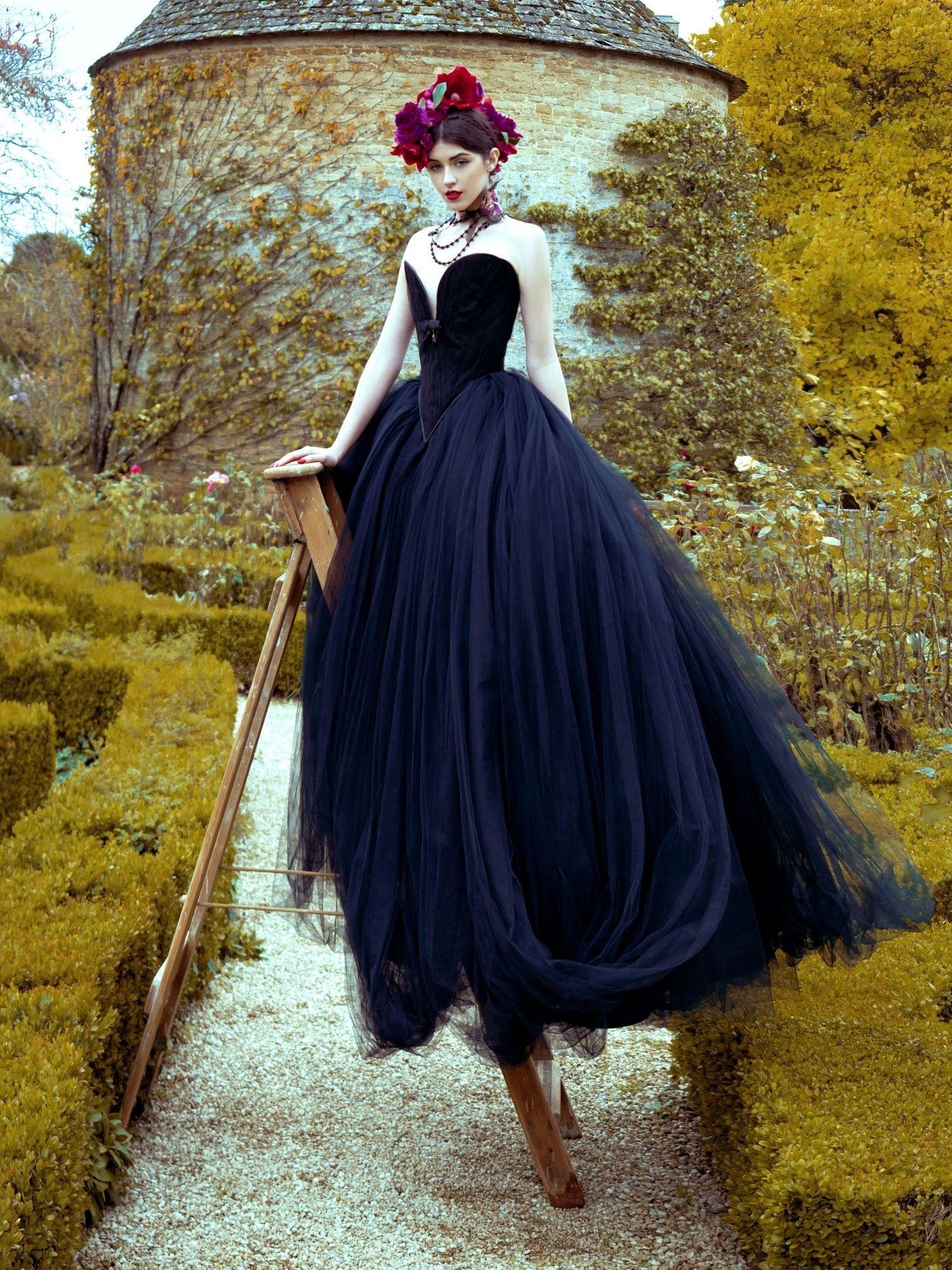 57 Unique Black And Gold Wedding Dress Pics Wedding Dress Gallery Fairy Tale Wedding Dress Dark Wedding Dress Gothic Wedding Dress [ 2000 x 1500 Pixel ]