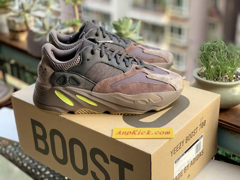 yeezy boost 700 mauve wave runner outfit ee9614 detail real