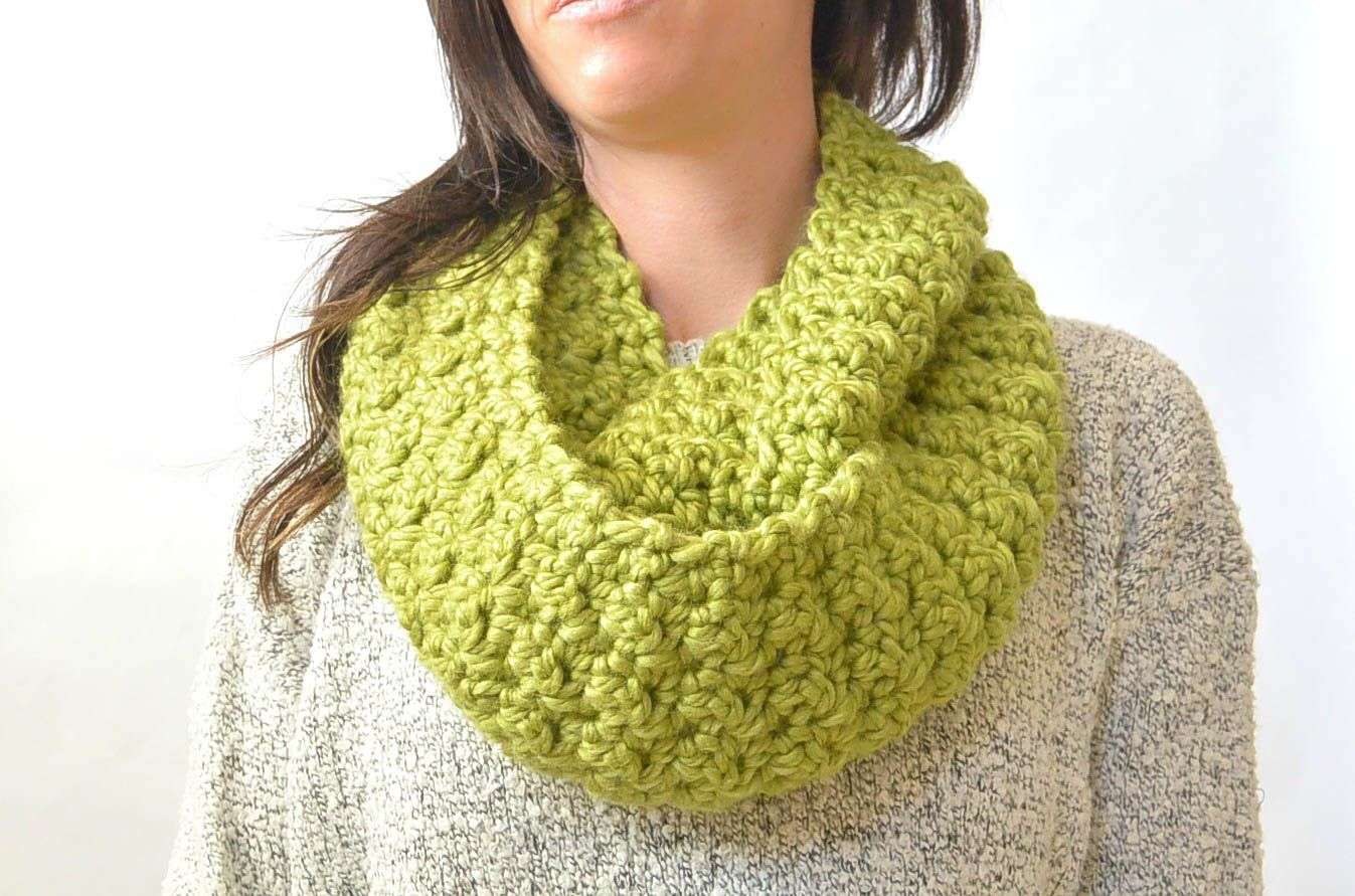 Green Chunky Crochet Infinity Scarf Pattern 1 | Crotchet projects ...