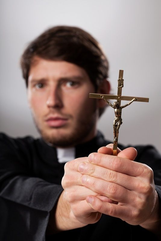 61cae025484f75e3d3086224455848c3 10 ghost stories that will haunt you for life crucifix and scary