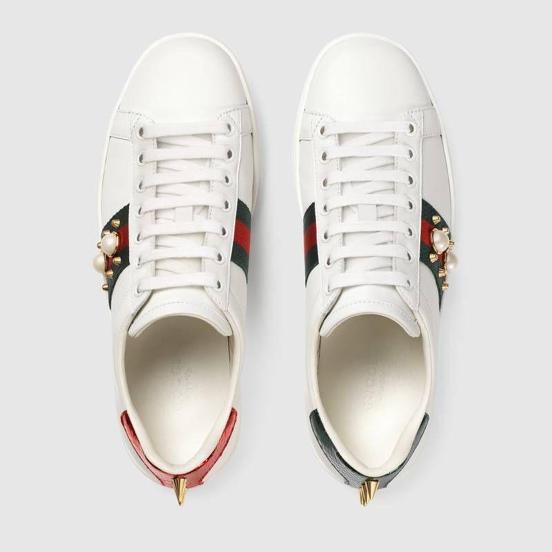 Gucci Ace Damensneaker Aus Leder Mit Nieten Turnschuhe Gucci Schuhe Turnschuhe Damen