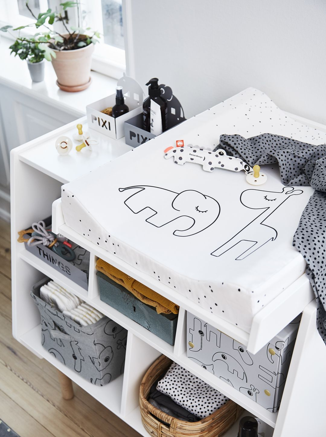Pin By Helga On Baby Zubehor In 2020 With Images Monochrome Kids Room Baby Room Storage Baby Changing Station