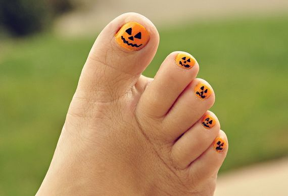 Easy Halloween Nail Art Designs To Master Family Holiday Net Guide To Family Holidays On The Internet Halloween Nails Easy Halloween Toe Nails Halloween Nail Art Easy
