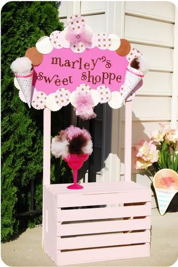 Great use of a crate - maybe for the lemonade stand??