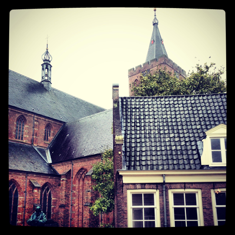 De Grote Kerk vanaf Marktstraat 32